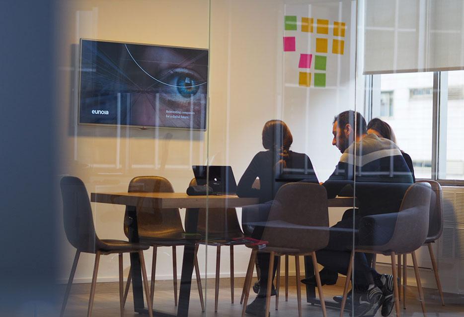 Eunoia Digital - Cómo hacer que tu negocio destaque entre la competencia